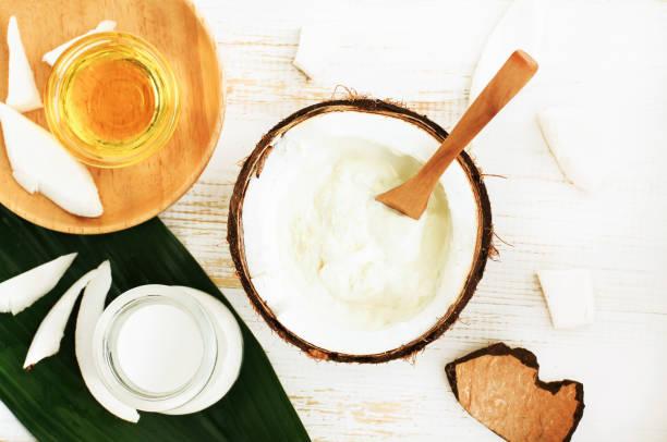 pasta de sonrisa brillante con aceite de coco