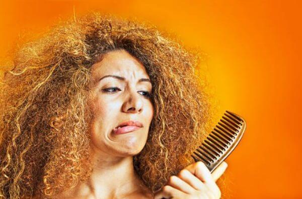 donna con i capelli cattivi