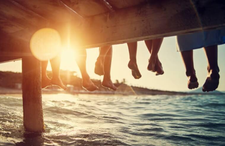 descalzo en la playa